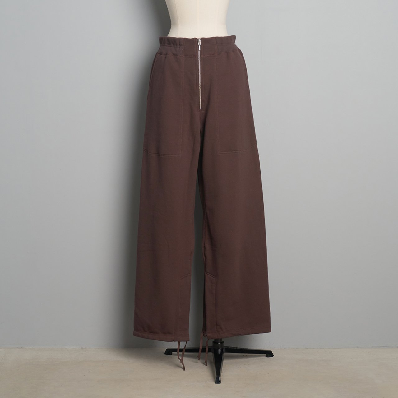 pelleq<BR>heavy weight straight trousers<BR>soil