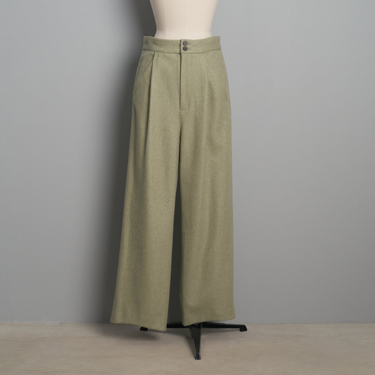 pelleq<BR>morningcut trousers<BR>sage
