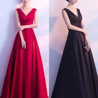 ハイウエスト×ロング丈が華やかな印象のマタニティドレス
