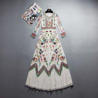 カラフルな花柄刺繍が魅力的なロングワンピース