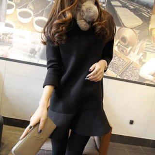 裾広がりのフリルスカートがおしゃれなカジュアルワンピース