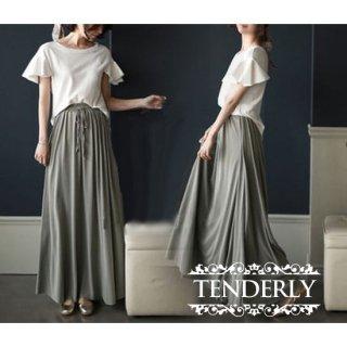 フレアスリーブ×ギャザースカートがフェミニンなカジュアルセットアップ