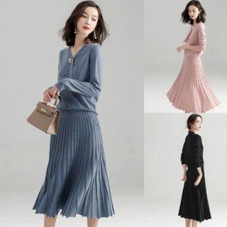プリーツスカートが可愛いワントーンのゆったりセットアップ