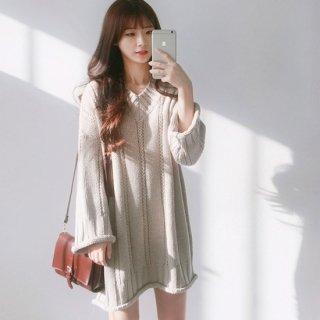 袖&裾デザインが可愛いVネックのゆったりニットワンピ