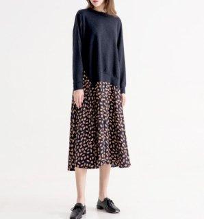 重ね着風の切り替えデザインがおしゃれな桜柄の長袖ニットワンピース 2色