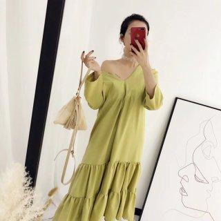 広めのVネックがフェミニンなティアードスカートのゆったりワンピース パジャマ 2色