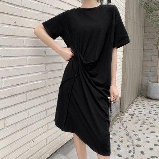 アシンメトリーでおしゃれ シンプルだけどかわいい黒の半袖Tシャツワンピース