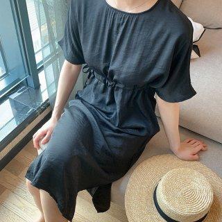 きれいめカジュアルなシンプルデザインがかわいい膝丈半袖ゆったりワンピース 2色