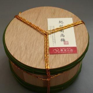 伯方の塩で漬けた紀州南高梅(木樽入り)