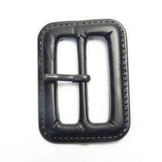 皮革風の黒色系ピン付バックル/内径31mm/本体素材:プラスチック系/ピン素材:メタル系/コート・ハンドメイド・手芸・コスプレに最適