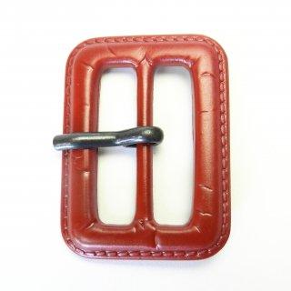 皮革風の赤色系ピン付バックル/内径31mm/本体:プラスチック系/ピン:メタル系/トレンチコート・スプリングコート・コスプレに最適
