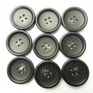 ツヤなし黒色系の水牛調ボタン/28mm/4穴/コートのフロントボタンに最適