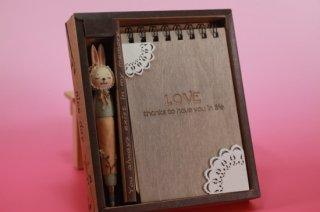 うさぎのボールペンと木のメモ帳