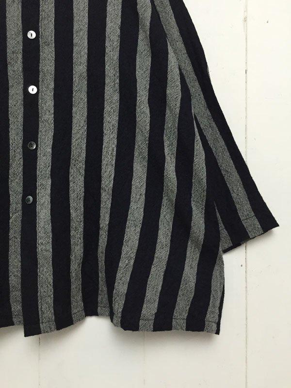 1/72 甘撚り綾織ストライプ 8分袖スタンドカラー フレアシャツ