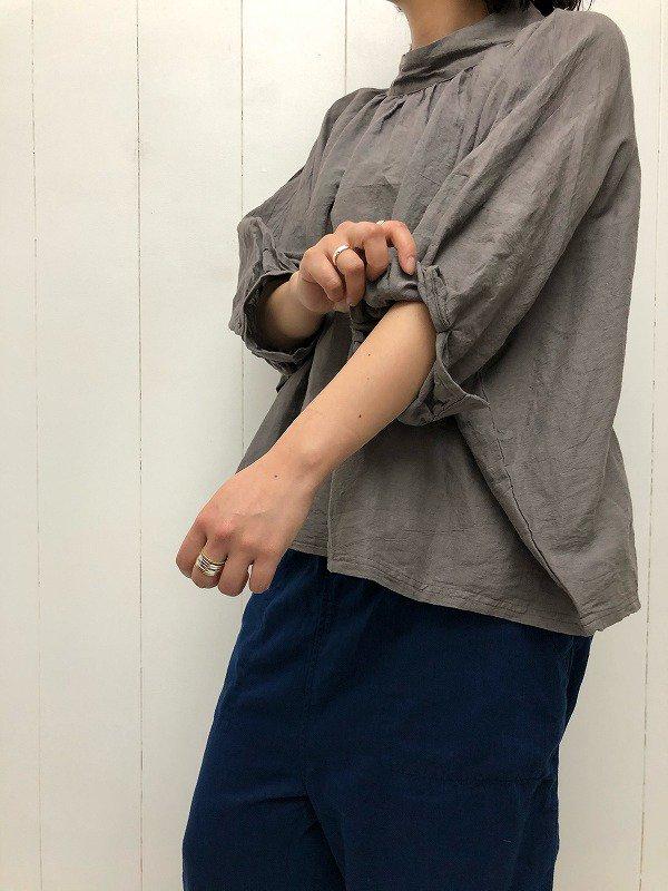 綿麻交織シーチング ハイネックギャザープルオーバー