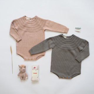 <img class='new_mark_img1' src='https://img.shop-pro.jp/img/new/icons14.gif' style='border:none;display:inline;margin:0px;padding:0px;width:auto;' />QUINCY MAE Drop2<br>knit dalia romper<br>petal / eucalyptus<br>(6-12m,12-18m,18-24m)