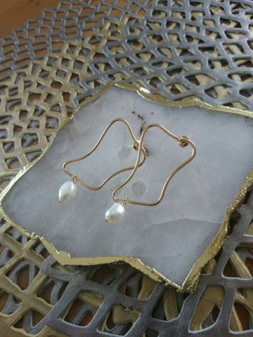 JOVONNA Abstract pearl earrings