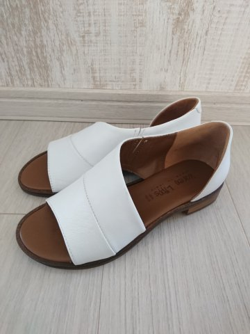 <img class='new_mark_img1' src='https://img.shop-pro.jp/img/new/icons22.gif' style='border:none;display:inline;margin:0px;padding:0px;width:auto;' /> 【20%OFF】karen Lipps  Leather Flat Sandal BIANCO