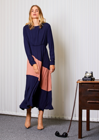 <img class='new_mark_img1' src='https://img.shop-pro.jp/img/new/icons5.gif' style='border:none;display:inline;margin:0px;padding:0px;width:auto;' />GHOSPELL Taxi Panel Midi Dress