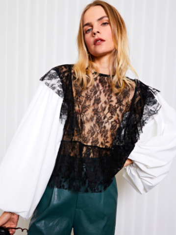 <img class='new_mark_img1' src='https://img.shop-pro.jp/img/new/icons5.gif' style='border:none;display:inline;margin:0px;padding:0px;width:auto;' />GHOSPELL Payday Lace Blouse