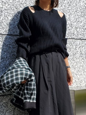 <img class='new_mark_img1' src='https://img.shop-pro.jp/img/new/icons5.gif' style='border:none;display:inline;margin:0px;padding:0px;width:auto;' />JOVONNA LINARIA JUMPER-BLACK S/M,M/L
