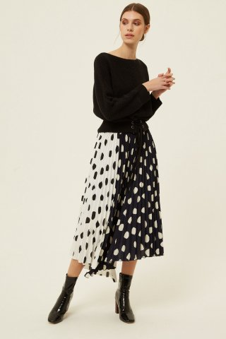 <img class='new_mark_img1' src='https://img.shop-pro.jp/img/new/icons5.gif' style='border:none;display:inline;margin:0px;padding:0px;width:auto;' />JOVONNA HARMUR SKIRT-BLACK