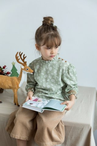 <img class='new_mark_img1' src='https://img.shop-pro.jp/img/new/icons5.gif' style='border:none;display:inline;margin:0px;padding:0px;width:auto;' />HAPPYOLOGY Kids Millie Blouse, Antique Green Floral