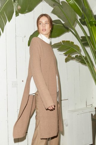 <img class='new_mark_img1' src='https://img.shop-pro.jp/img/new/icons5.gif' style='border:none;display:inline;margin:0px;padding:0px;width:auto;' />JOVONNA CAFUNE KNITTED JUMPER-BEIGE