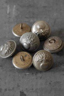 7 metal boutons