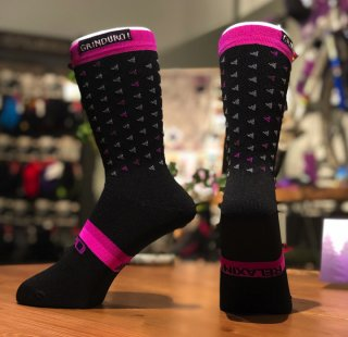 <img class='new_mark_img1' src='https://img.shop-pro.jp/img/new/icons14.gif' style='border:none;display:inline;margin:0px;padding:0px;width:auto;' />【GIRO/ジロ】COMP RACER HIGH RISE SOCKS GRINDURO!2019 リミテッドエディション