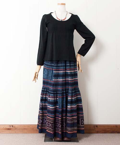 総モン族藍染めバティック&刺繍・ロングスカート(b18)