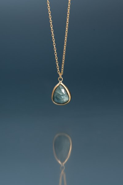 <img class='new_mark_img1' src='https://img.shop-pro.jp/img/new/icons2.gif' style='border:none;display:inline;margin:0px;padding:0px;width:auto;' />NR49 / Gray  Sapphire Necklace