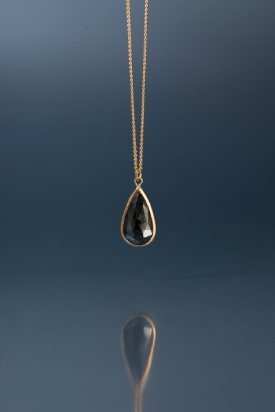 <img class='new_mark_img1' src='https://img.shop-pro.jp/img/new/icons2.gif' style='border:none;display:inline;margin:0px;padding:0px;width:auto;' />NR50 / Black  Sapphire Necklace(Pear Shape)