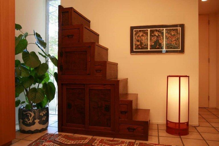 階段箪笥 / Kaidan tansu/ step chest