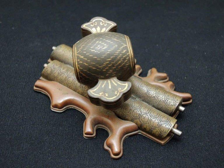 銅器宝尽くし文鎮 / Bronze & Silver Paper Weight