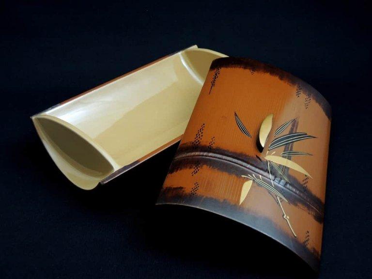 輪島塗笹蒔絵蓋物 / Lacquered Bamboo Box with 'Makie' picture of Bamboo