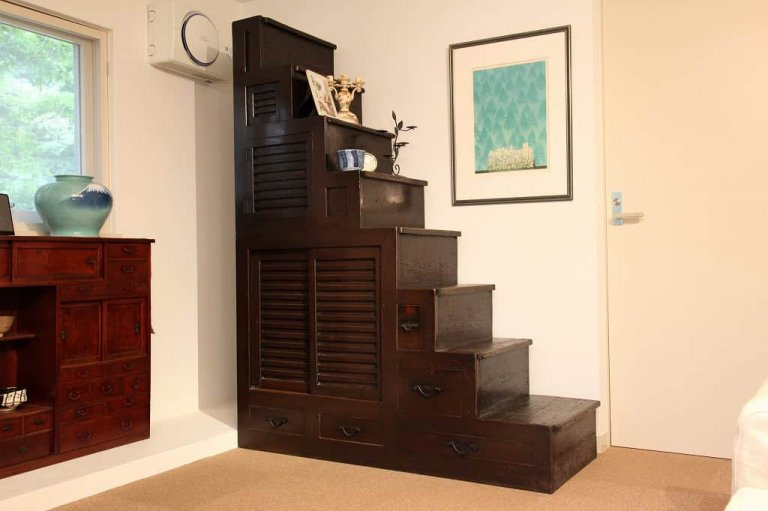 階段箪笥 / Kaidan tansu / step chest