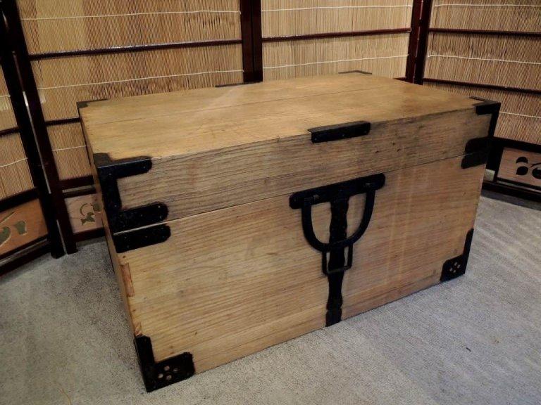 桐長持 / 'Nagamochi' trunk
