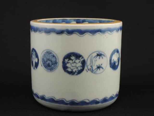 伊万里染付丸文火入 / Imari Blue & White 'Hiire' Pot with the pattern of 'Marumon'