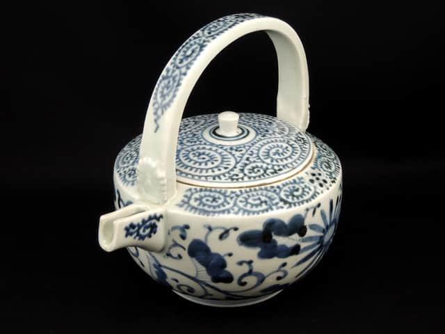 伊万里染付蛸唐草文銚子 / Imari Blue and White 'Sake' Pourer with the picture of 'Takokarakusa' pattern