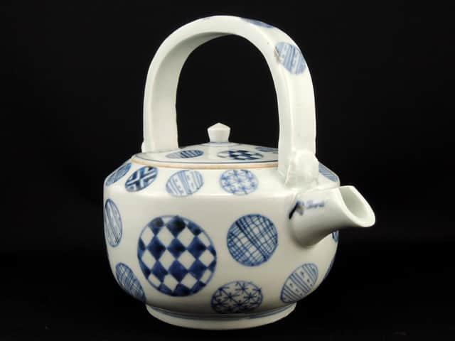 伊万里染付丸文銚子 / Imari Blue & White Sake Pourer withe the pattern onf 'Marumon' (cirlcles)