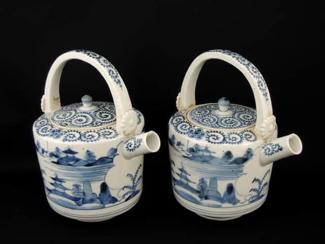 伊万里染付蛸唐草山水文銚子 一対 / Imari Blue &White Sake Server with the pattern of 'Tako Karakusa'   1 Pair
