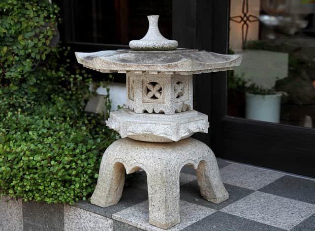 石灯籠 / Stone Lantern