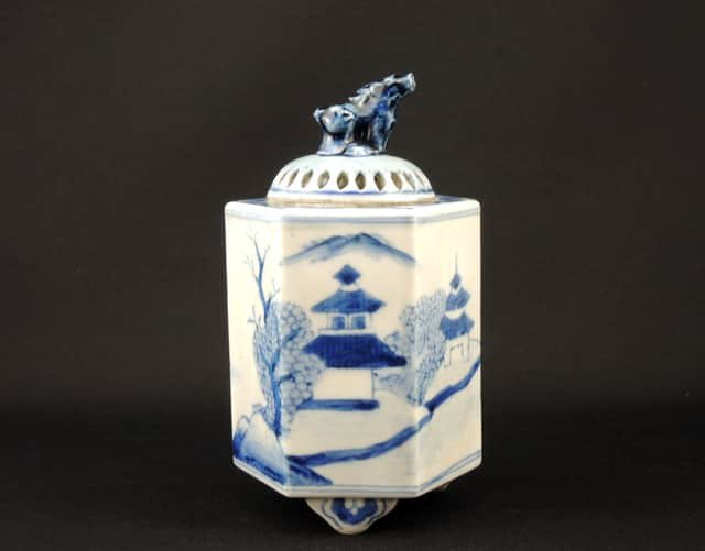 伊万里染付六角山水文獅子香炉 / Imari Hexagonal Blue & White Incence Burner with the decoration of Lions