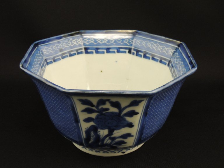 伊万里染付牡丹文八角鉢 / Imari Octagonal Blue & White Bowl with the picture of Peonies