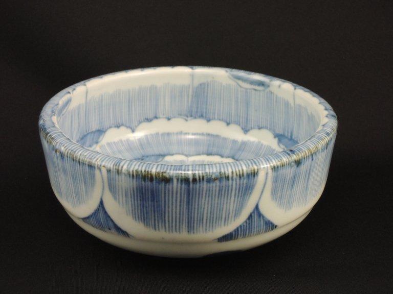 伊万里線描染付牡丹文中鉢 / Imari Blue & White Bowl