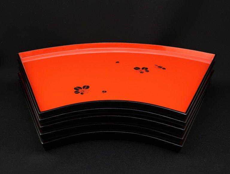末廣形朱梅絵小盆 五枚組 / Fan-shaped lacquered Trays  set of 5
