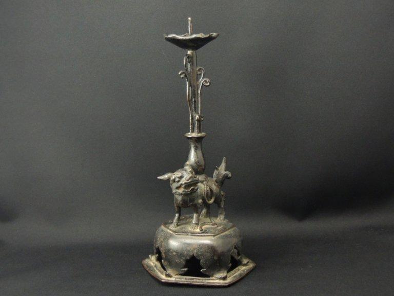 銅器獅子燭台 / Bronze Candle Sticks with the Decoration of Lion