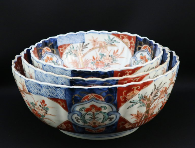 伊万里色絵菊花形三つ組鉢 / Imari Chrysanthemum-flower-shaped Bowls  set of 3