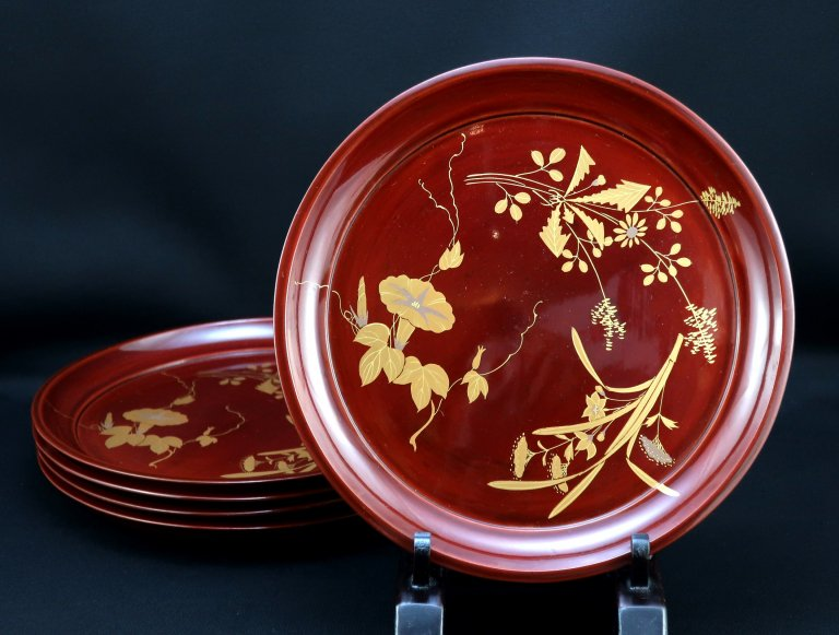 秋草蒔絵六寸半皿 五枚組 / Lacquered Plates with 'Makie' picture of Autumn Flowers  set of 5
